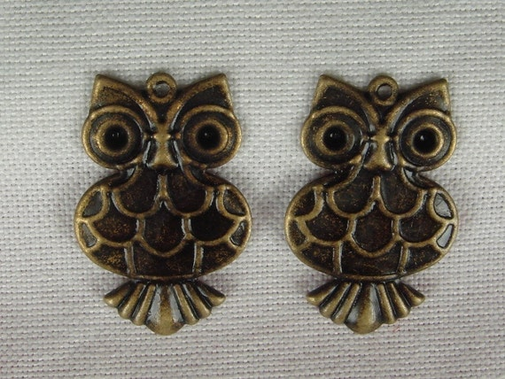 CM-12  4 Pcs  Antique Brass Lovely Owl Charm, NICKEL FREE
