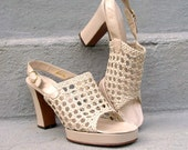RESERVED FOR SOPHIE 1970s High Heels / 70s Platform Sandals Shoes / Cream Beige / Leather Mesh / 7.5 S
