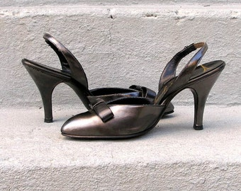 1950s High Heels Vintage Charcoal Gray Metallic Slingback Shoes / US 5 to 5.5 B