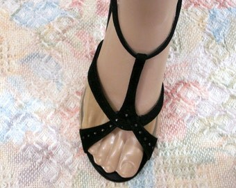 Vintage 1950s High Heels T Strap Black Suede Look Clear Vinyl Sandal Shoes / U. S. 7N