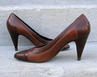 1980s High Heels Two Tone Brown Sesto Meuchi Vintage Pumps Shoes / U.S. 5.5 to 6 N