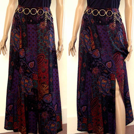 Vintage Maxi Skirt / 1970s BLACK PAISLEY Challis Flared Skirt / SM