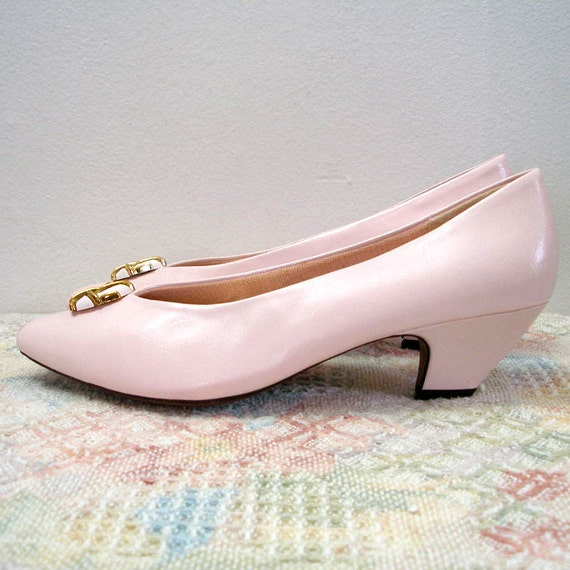 RESERVED Late 1980s Early 90s Heels Shoes / 80s Low Heel Pumps / PALE PINK / Unworn / Vegan / 8B