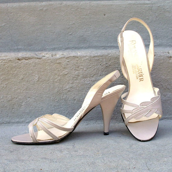 Vintage 1980s High Heels Gray with White High Heel Sandals / U.S. 5 to 6M