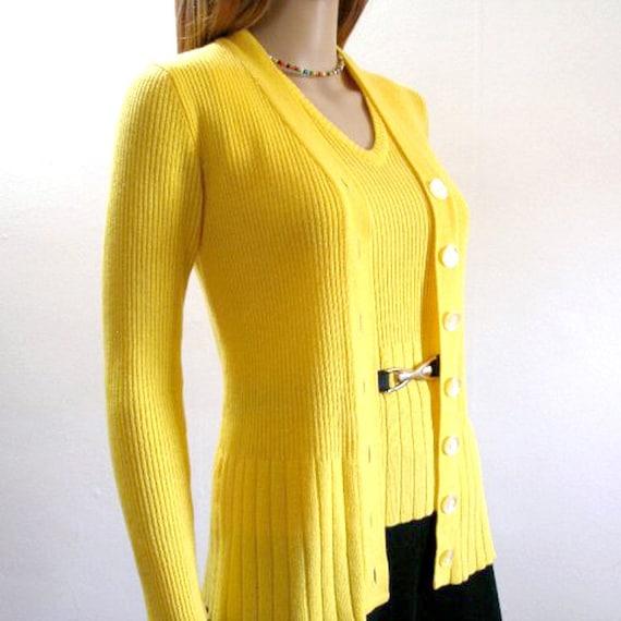 Vintage Cardigan Sweater / 1970s Cardigan Vest YELLOW Curvy Sweater Set / Small
