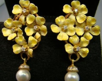 Exquisite 18K Gold  Enamel and diamonds flower earrings