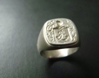 Classic Sterling Silver Crest ring