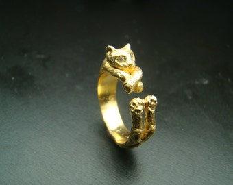 14k  Gold Very Unique  Cat ring with diamond eyes