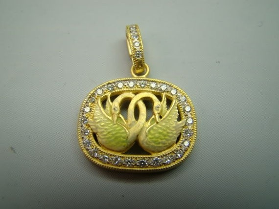 Entrancing 18K Gold Love Swans enamel pendant