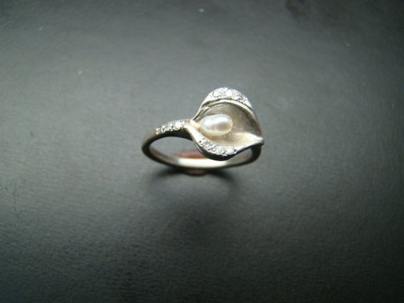 Sterling Silver Art Nouveau style Lily ring with diamonds
