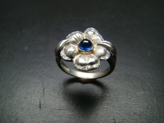 Beautiful Sterling Silver flower ring with genuine diamonds and cabachon sapphire