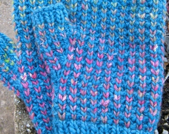 Pattern for fingerless mittens.