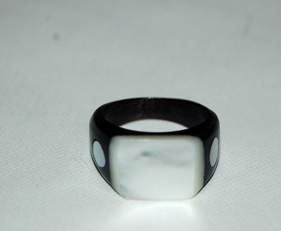 Vintage 1930s Celluloid and Mother of Pearl Ring