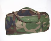 Small round camo bag with zip