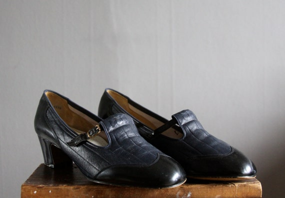 1960's navy spectator pumps