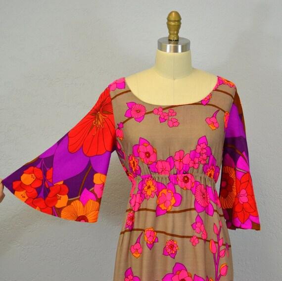 Vintage Hawaiian maxi dress / floral print  /1960s / small