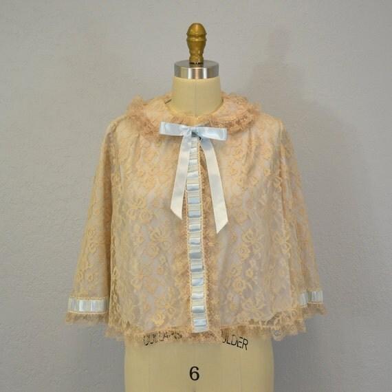 Vintage lace bed jacket / Odette Barsa /  I Magnin / small
