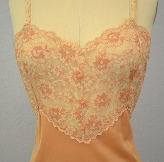 Vintage lace nightgown / ecru nude / medium