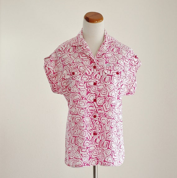 Vintage 80s Blouse -- Button Down Shirt -- 1980s Pink and White Geometric Swirl -- Collared Blouse -- Medium Large