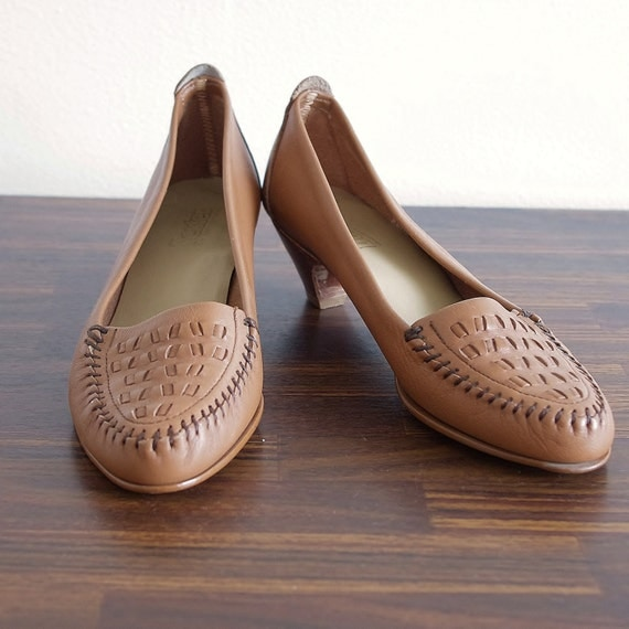 Vintage 70's Shoes // Caramel Brown Kitten Heel Slip On // 7 7.5