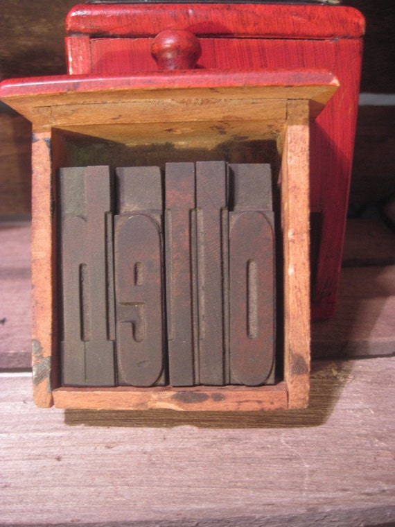 Antique Letterpress Wood Type HELLO in 2.5 Inch French Clarendon