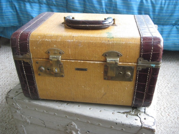 Vintage Tweed Train Case with Leather Trim in Faux Alligator - Carson Quality Luggage