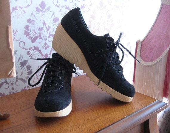 Vintage 70s nwot UNWORN Armadillos Black Suede PLATFORM WEDGE Sneakers Shoes 8 1/2 8.5