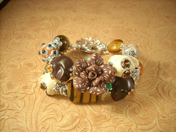 Chunky Day of the Dead Bracelet with Howlite Sugar Skulls and Lampwork Beads