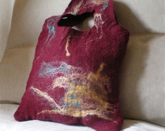 felted small bag -darker than red-