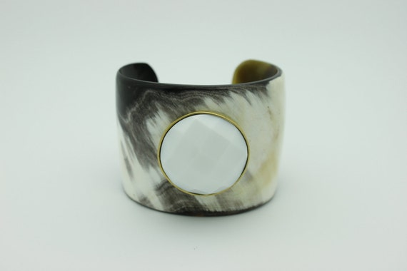 TRIZIA Horn Cuff with White Onyx  Faceted Stone