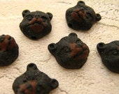 10 Tiny Black Bear Head Beads - CB329