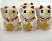 4 Large Good Luck Kitty Beads - white - Ceramic Beads, Peruvian Beads - Animal Beads - Cat beads - LG335