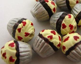 4 Tiny Cupcake Beads - Hearts - CB741