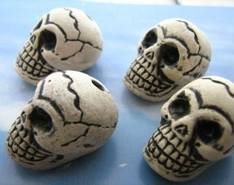 4 Large Skull Beads - with cracks - LG412