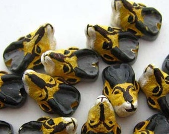 10 Tiny Antelope Beads - CB330