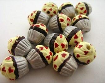 10 Tiny Heart Cupcake Beads - CB741