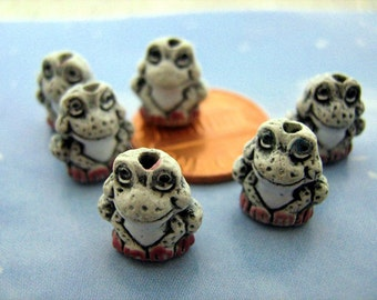 20 Tiny Frog Beads - white - CB103