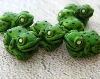 10 Tiny Poisen Frog Beads - green