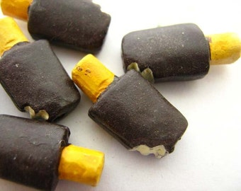 10 Tiny Popsicle Beads - chocolate - CB660