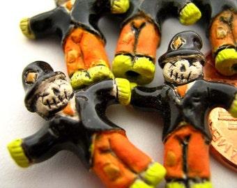 10 Tiny Scarecrow Beads - CB477