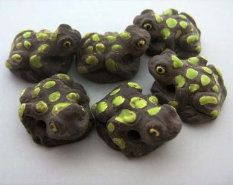 10 Large Frog Beads - light spots