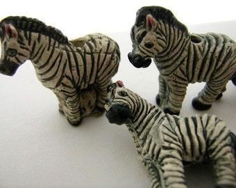4 Large Zebra Beads - LG83