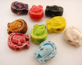 10 Ceramic Beads - Tiny Mixed Horse shoe - CB785