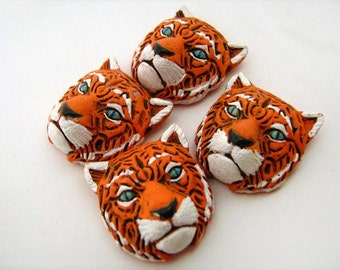 10 Large Tiger Head Beads - LG229