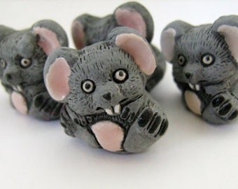 10 Large Mice Beads - sitting - LG334