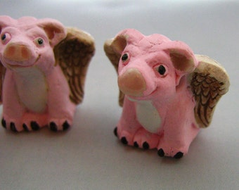 10 Large Flying Pig Beads - LG340