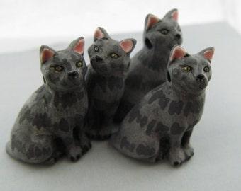 10 Large Grey Cat Beads - sitting - (LG415)