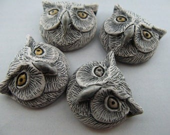 10 Large Owl Head Beads - white - LG387