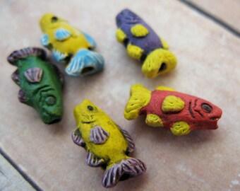 20 Tiny Long Fish Beads - mixed - CB138
