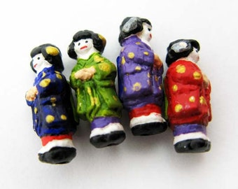 10 Tiny Geisha Beads